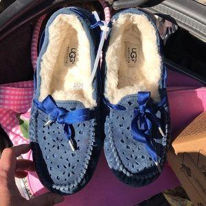 Ugg slippers blue like new